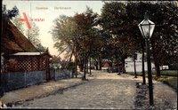 Koserow an der Ostsee, Partie an der Dorfstraße, Laterne