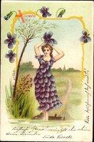 Frau mit Kleid aus lila Blüten, Allegorie, Frühling
