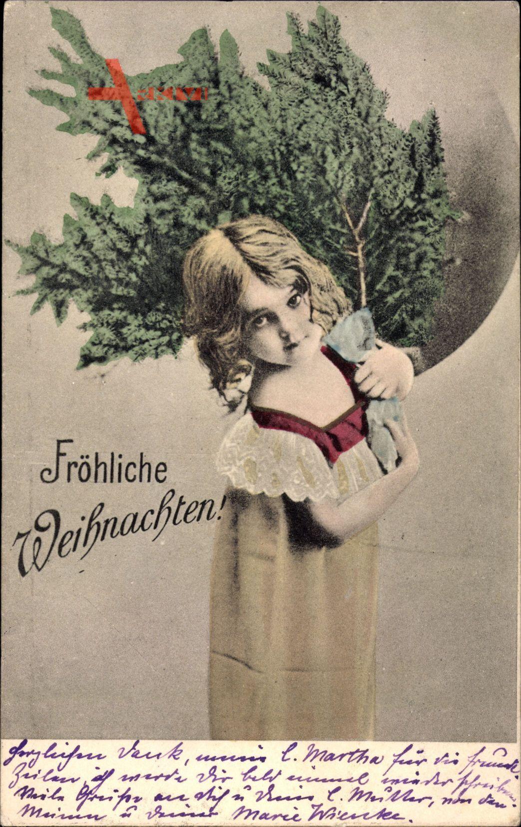 Frohe Weihnachten, Junges Mädchen mit Tannenbaum