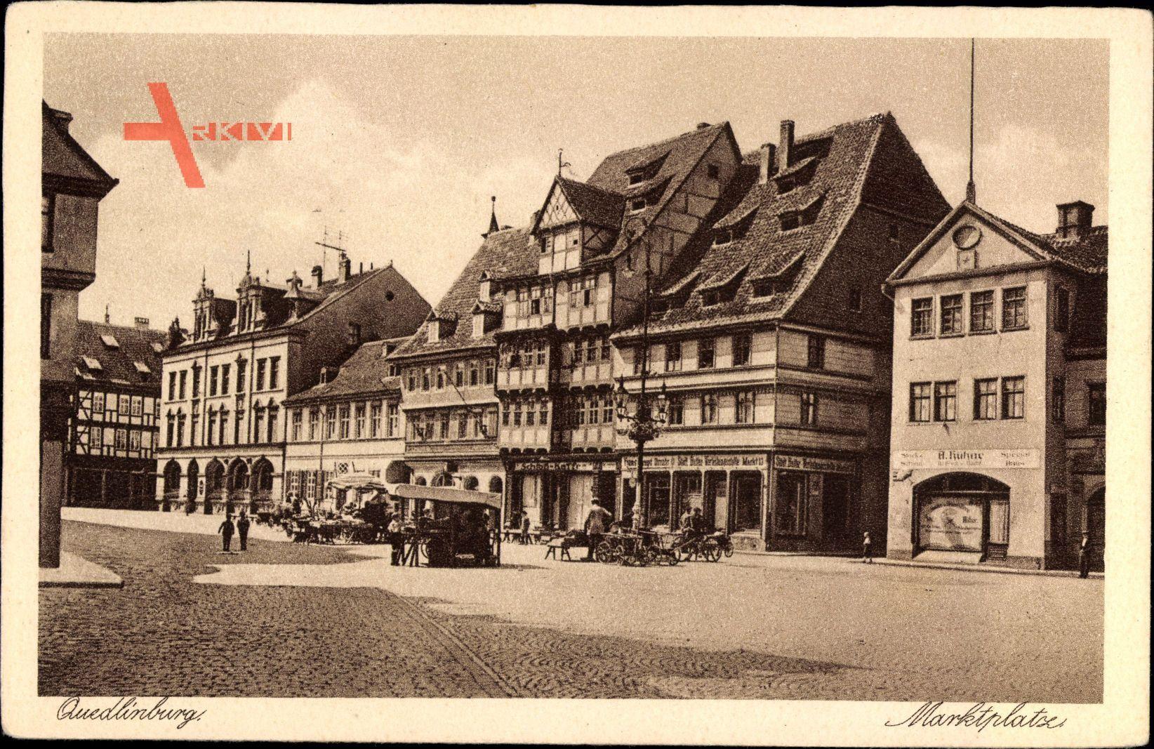 Quedlinburg im Harz, Der Marktplatz mit Geschäften