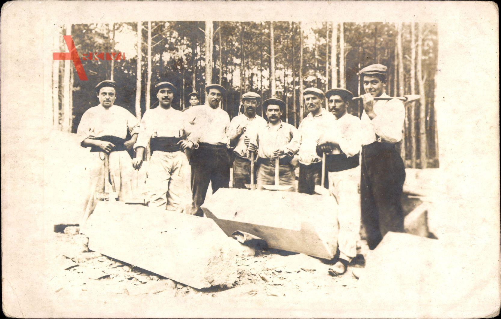 Franzosen bei der Arbeit auf einem Steinbruch