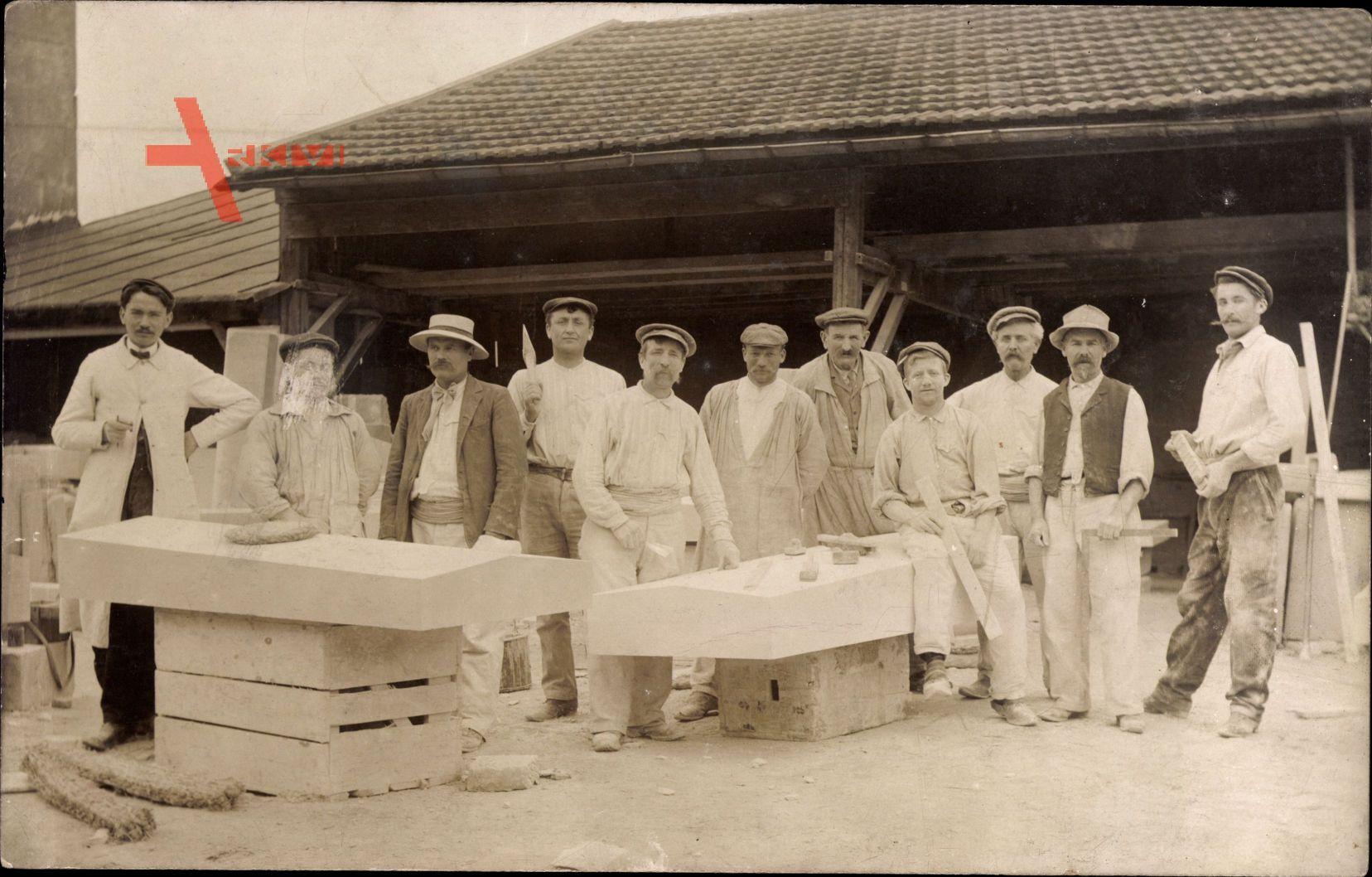 Frankreich, Männer bei der Arbeit, Steinmetze