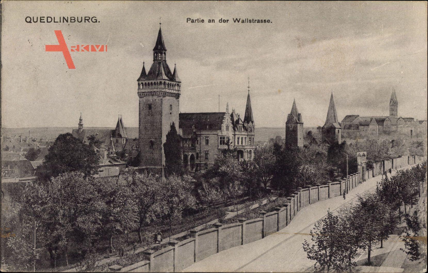 Quedlinburg im Harz, Partie an der Wallstraße, Turm, Häuser