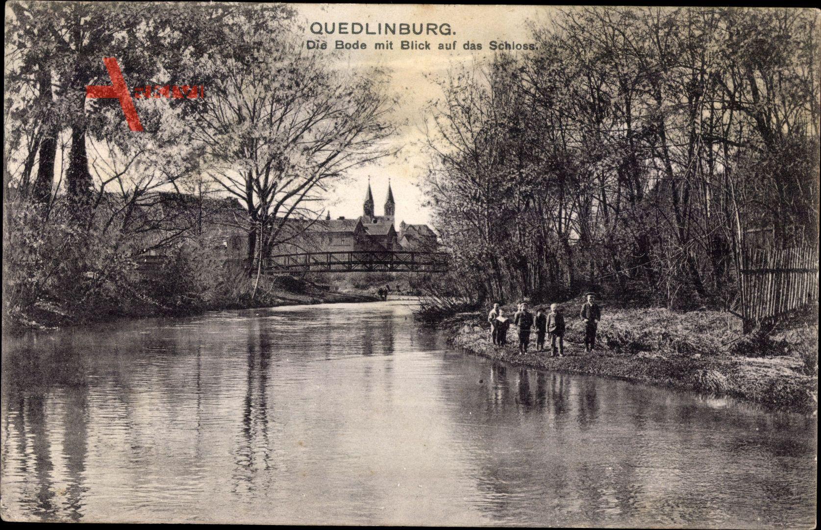 Quedlinburg im Harz, Die Bode mit Blick auf das Schloss, Kinder