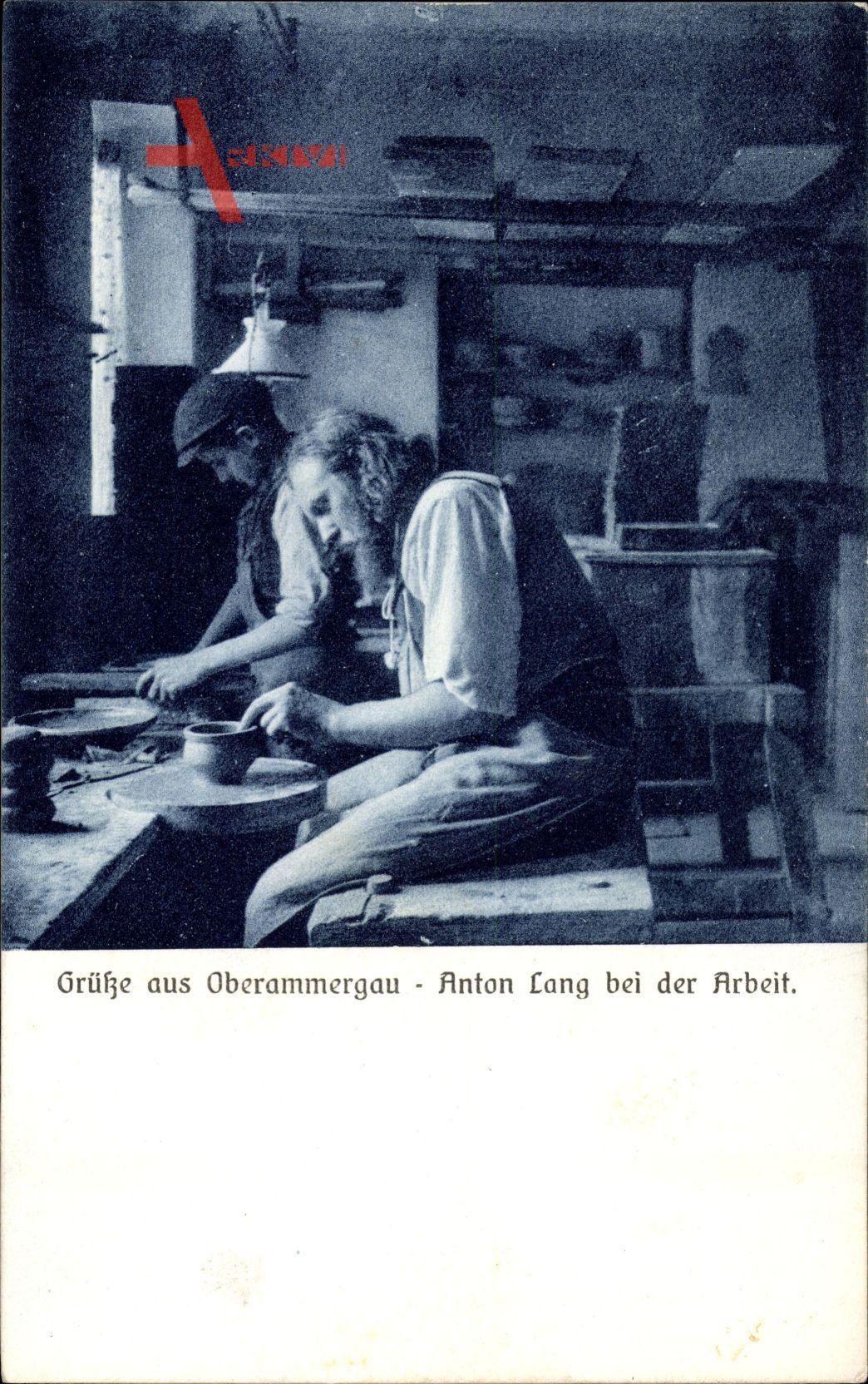 Oberammergau im Kreis Garmisch Partenkirchen, Anton Lang bei der Arbeit