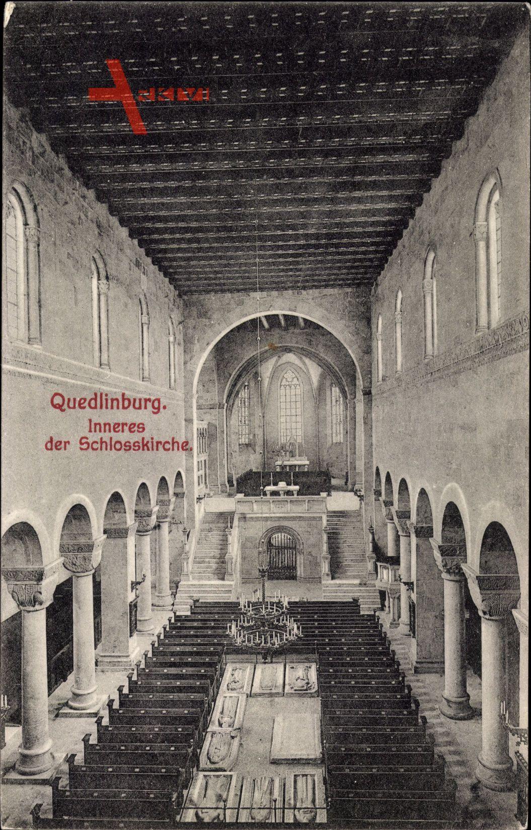Quedlinburg im Harz, Inneres der Schlosskirche, Kanzel, Gebetsbänke