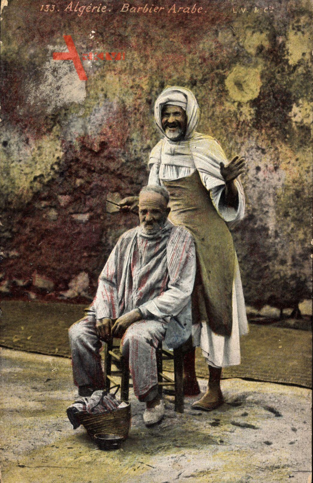 Algerien, Barbier Arabe, Friseur bei der Arbeit, alte Männer