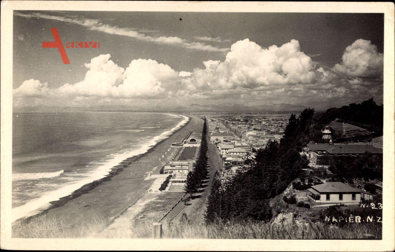 Napier Neuseeland, Blick auf die Stadt mit Strandansicht, Wolken