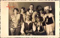 Karnevalskostüme, Männer und Frauen, Frühling 1928