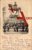 Köln am Rhein, Passanten vor dem Kaiser Wilhelm Denkmal