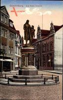 Quedlinburg im Harz, Blick auf das Guts Muths Denkmal, Statue