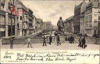 Berlin Mitte, Die heilige Gertrud auf der Gertraudtenbrücke, Passanten