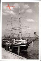 Hamburger Hafen, Hotelschiff Seute Deern, Segelschiff vor Anker