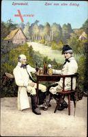 Spreewald, Zwei vom alten Schlag, Männer trinken Bier in Sonntagstrachten