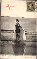 Les Sables dOlonne, Avant le  Bain, Frau in Badeanzug, Meer