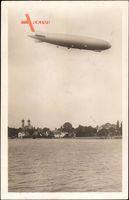 Friedrichshafen am Bodensee, Zeppelin über Stadt und See, Kirchtürme