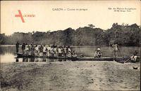 Gabun, Course en piroque, Gondelfahrt im Fluss, Afrikaner
