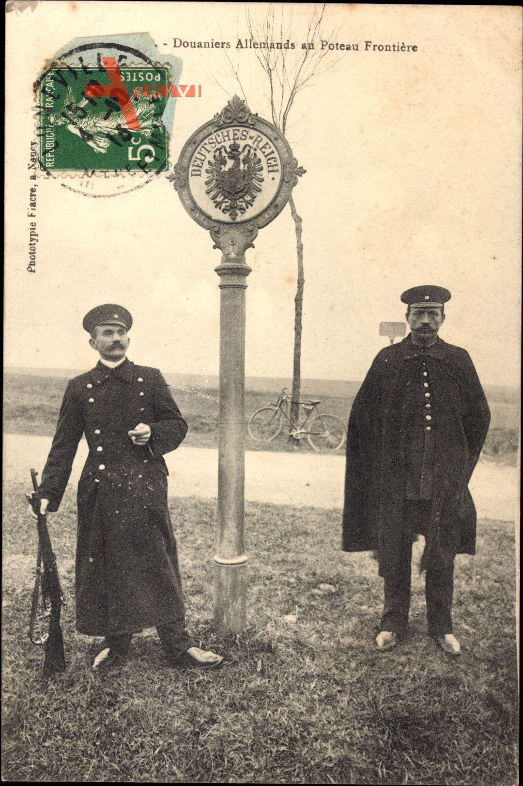 Douaniers Allemands au Poteau Frontière, Deutsche Grenzsoldaten