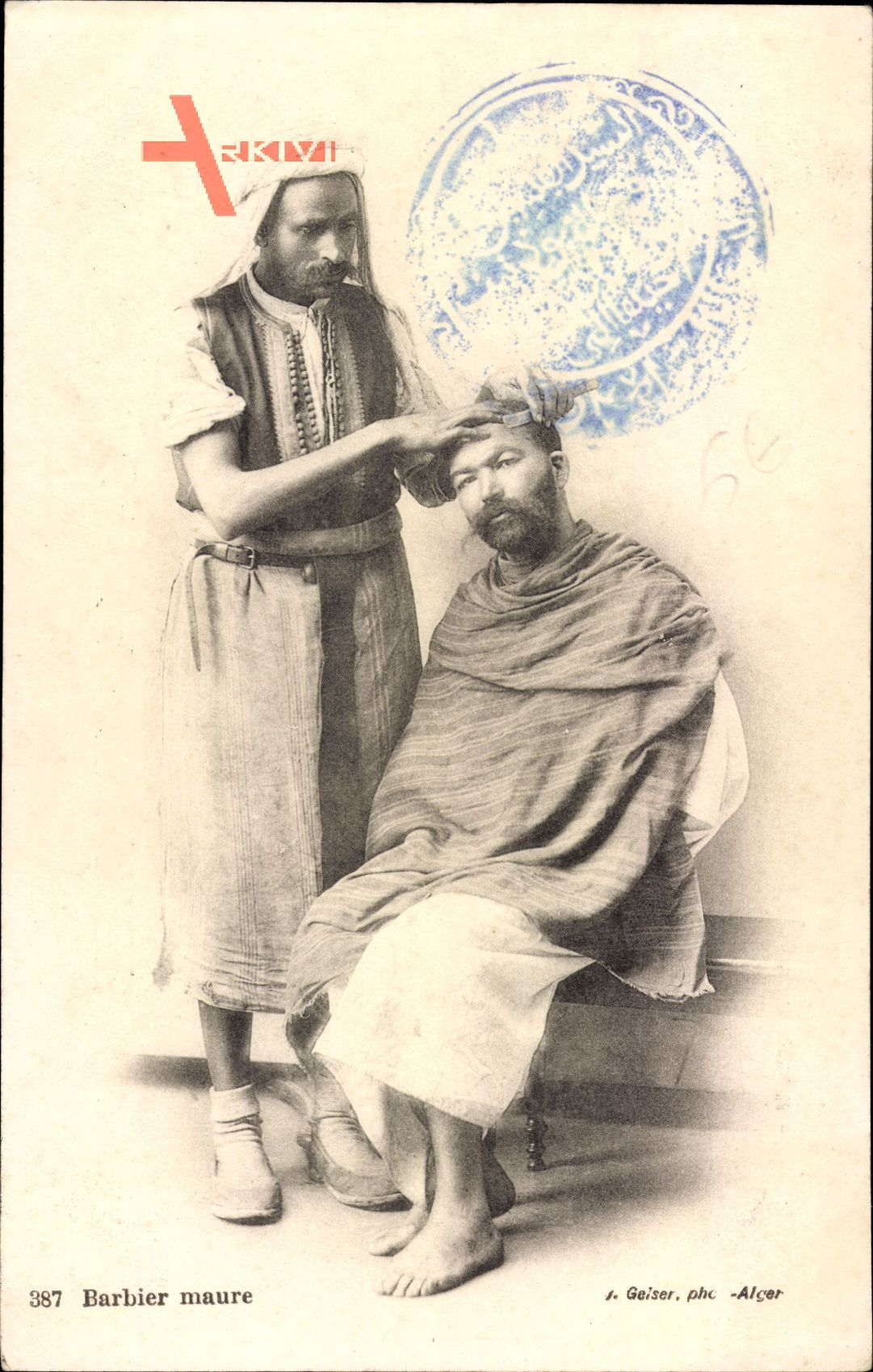 Barbier maure, Maurischer Barbier, Friseur bei der Arbeit