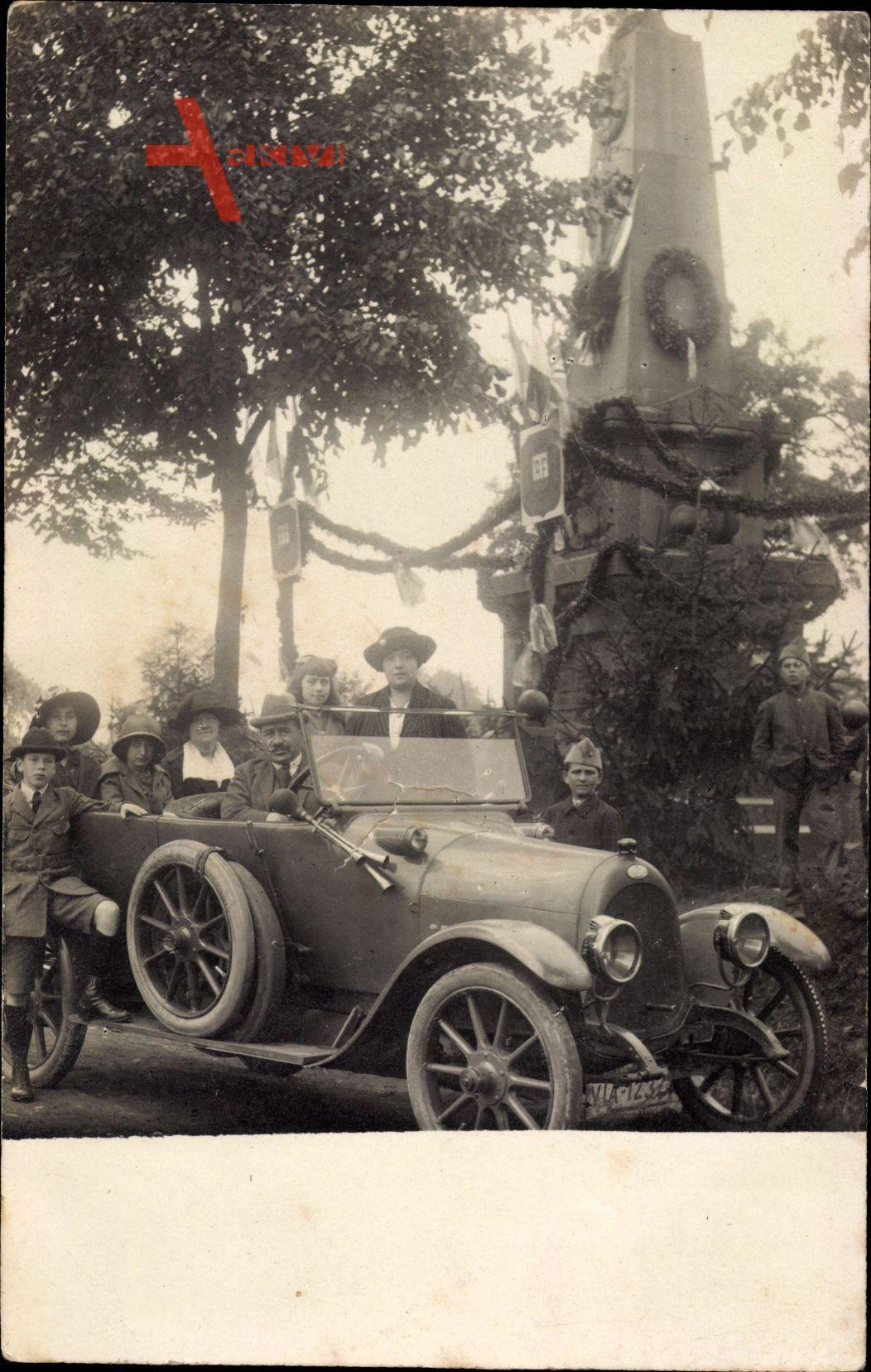 Frankreich, Spazierfahrt, Automobil, Kriegerdenkmal, Familienfoto
