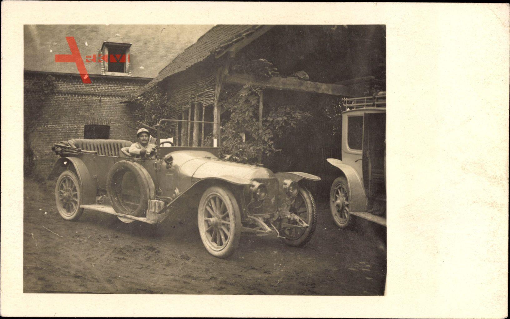 Frankreich, Soldat in einem Automobil, Oldtimer