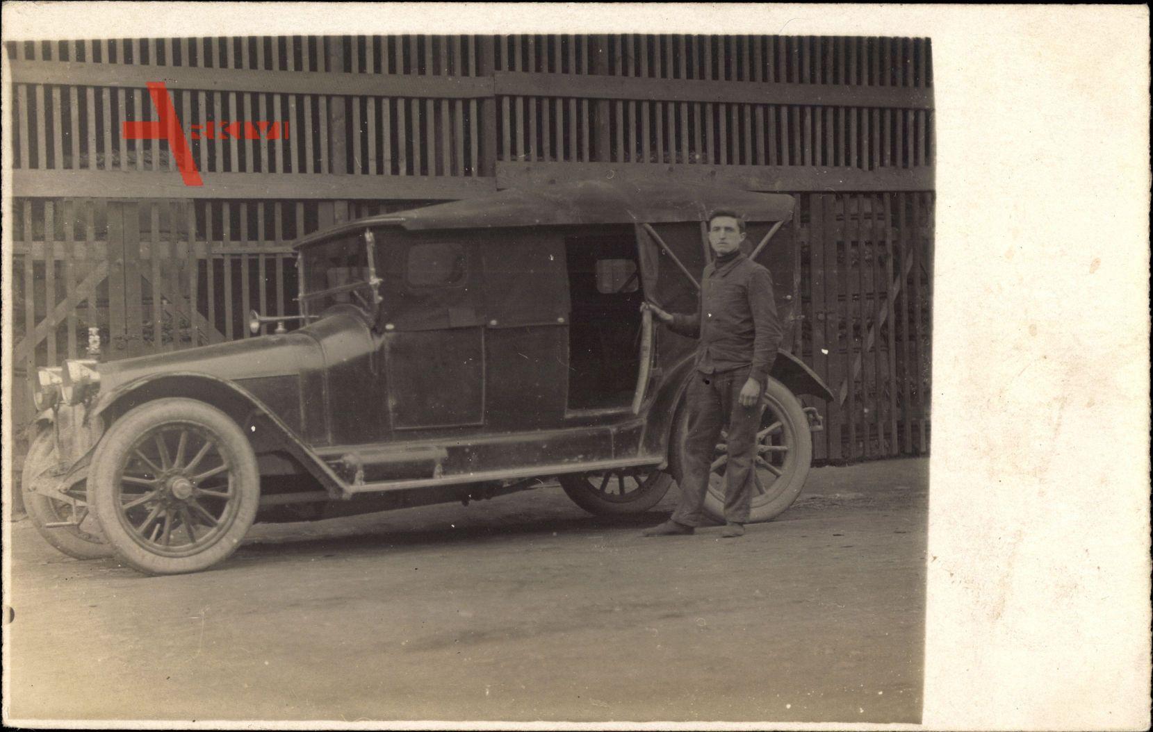 Frankreich, Automobil, Viertürer, Fahrer, Oldtimer