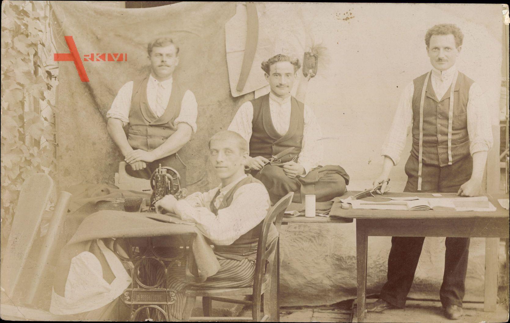 Schneider bei der Arbeit, Nähmaschine, Frankreich