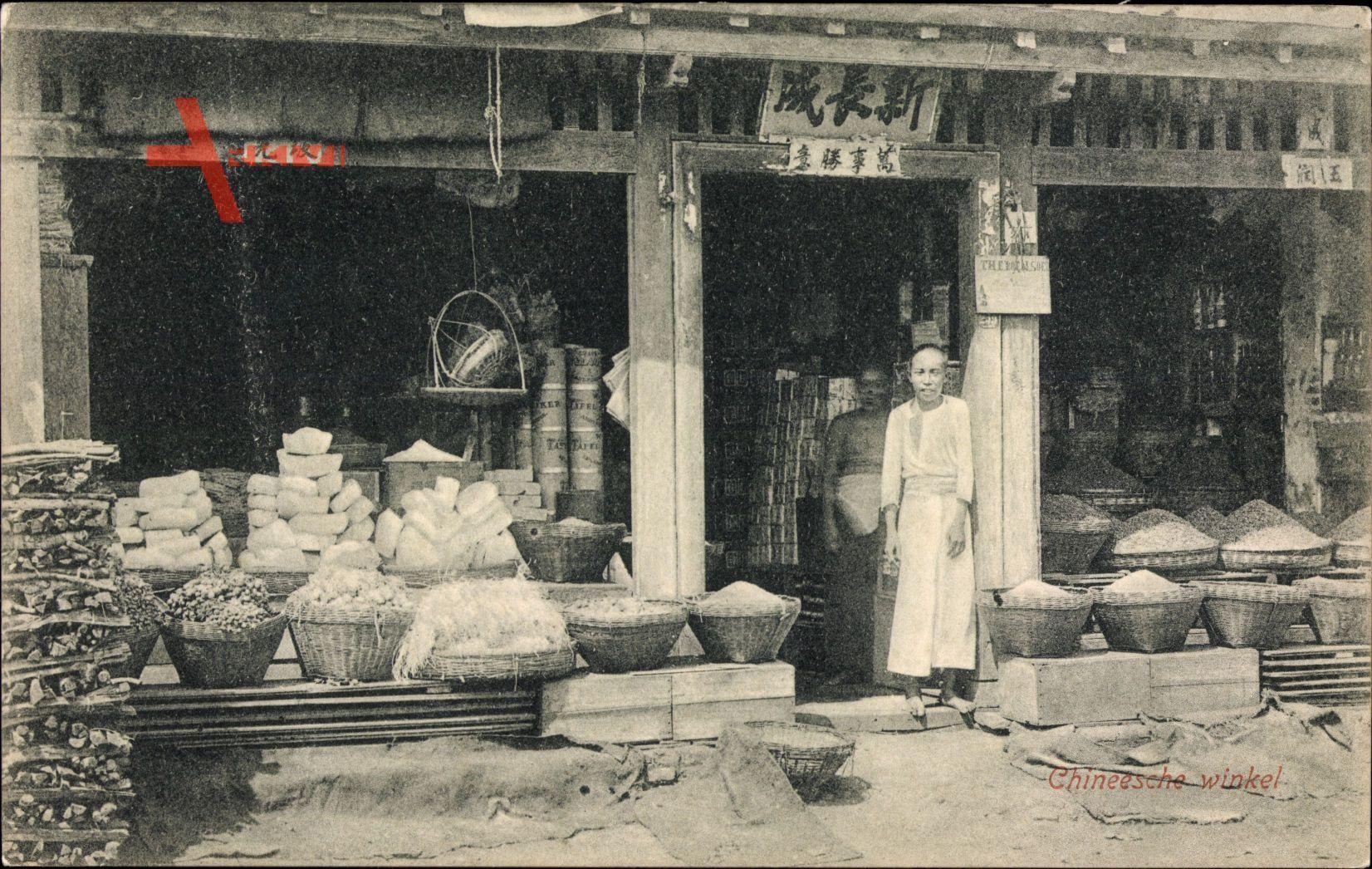 Indonesien, Chineesche winkel, Straßenpartie mit Blick auf Geschäft, Asiaten