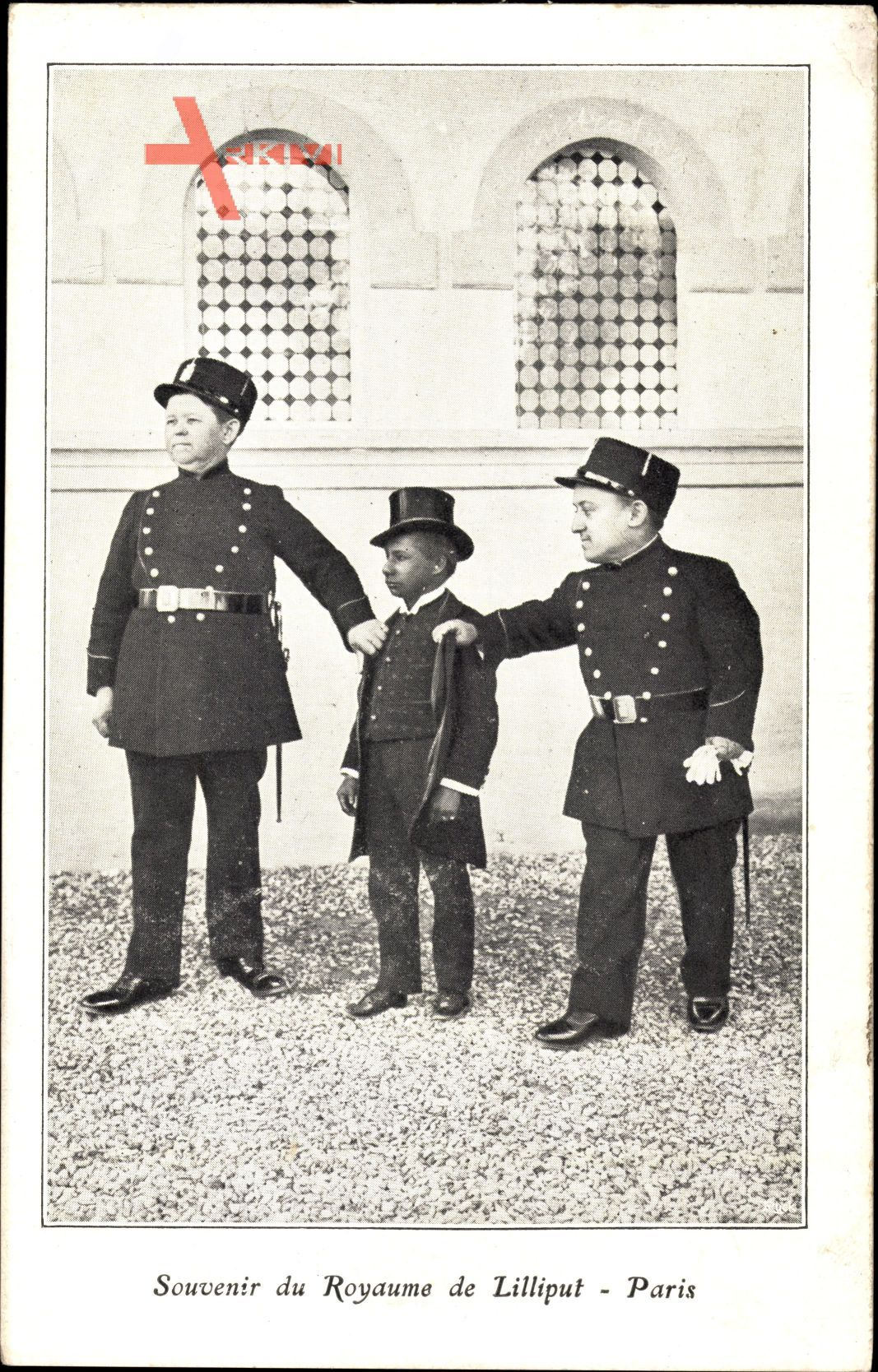 Souvenir du Royaume de Lilliput, Paris, Liliputaner als Polizisten