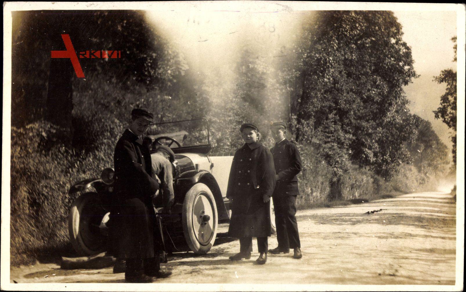 Automobil, Kurbelstart, Kinder in Mänteln, Spazierfahrt, Landstraße