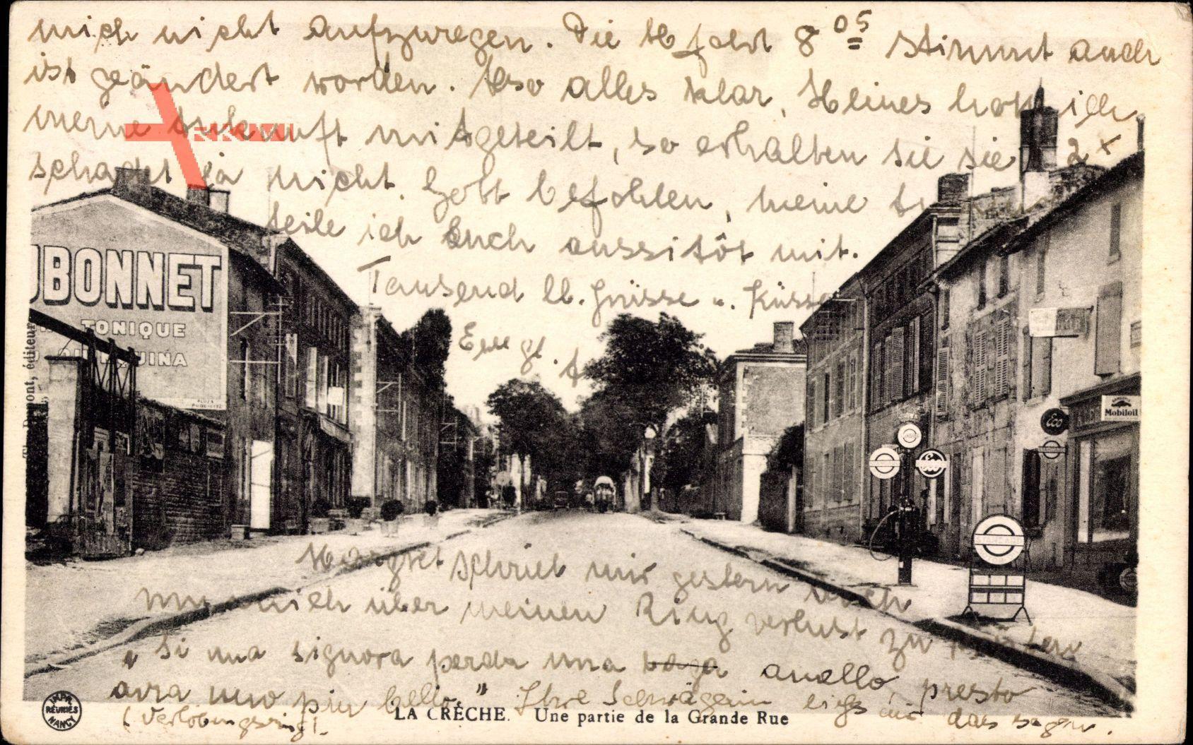La Créche Deux Sèvres, Une partie de la Grande Rue, Zapfsäule
