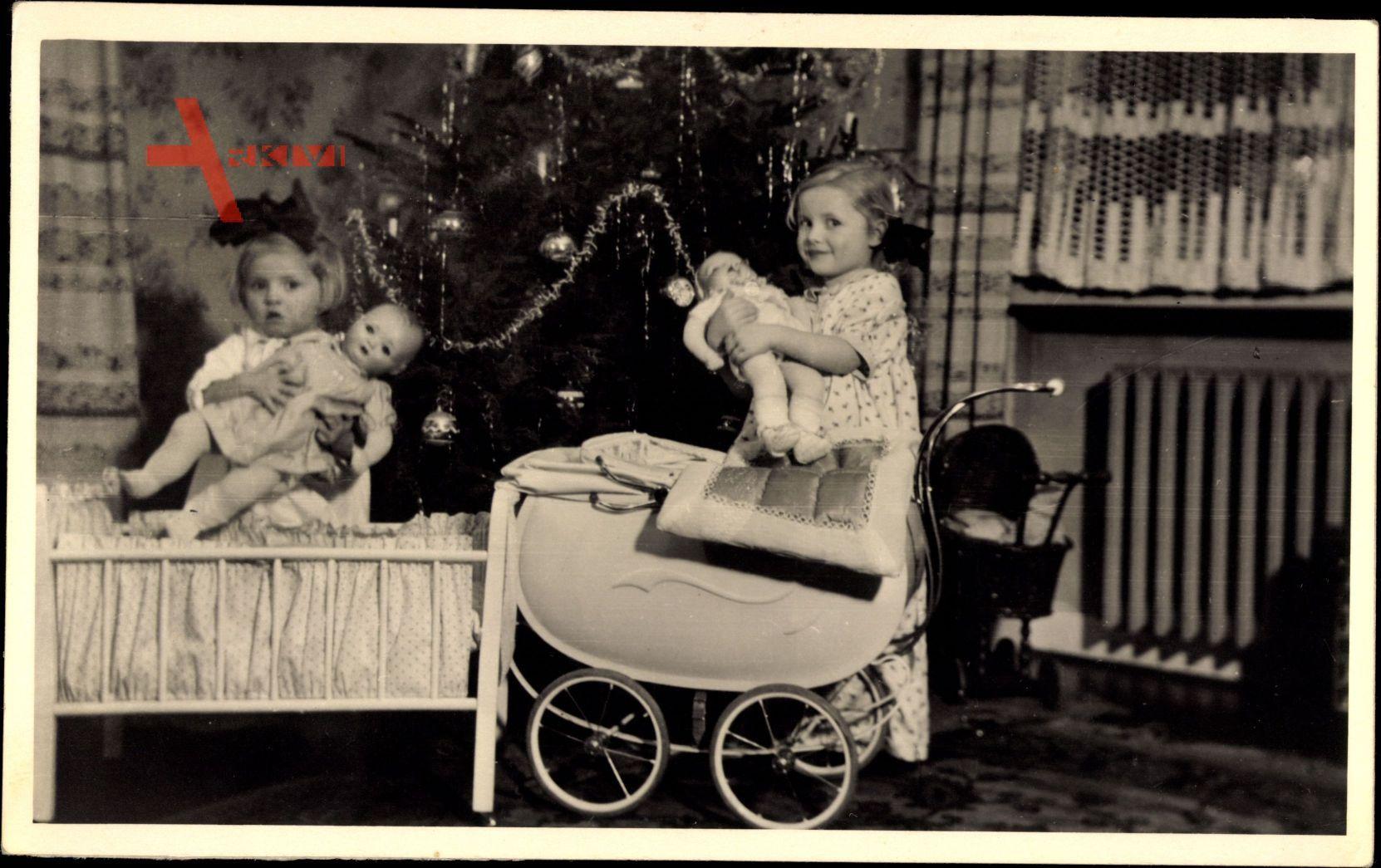 Weihnachtsmann, Mädchen mit Geschenken, Puppen, Puppenwagen