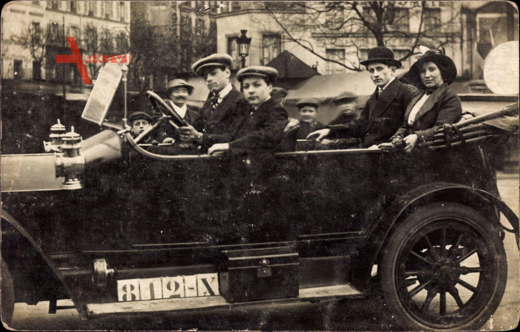 Frankreich, Automobil, Junger Fahrer, Straßenszene, 812 X