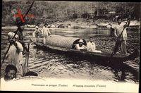 Tonkin Vietnam, Missionnaire en pirogue, Missionar, Gondel im Fluss