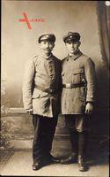 Zwei Deutsche Soldaten in Uniformen, Stiefel, Gürtel, Mützen