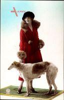 Junge Frau in modischem rotem Pelzmantel, Windhund, Hut, Noyer