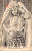 Mauresque se couvrant de son Haick, Portrait einer Frau, Neurdein Frères 135A