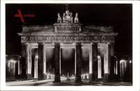 Berlin, Das Brandenburger Tor mit Blick in die Ost West Achse