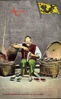 China, Chinese Shoemaker working on the Street, Chinesischer Schuhmacher