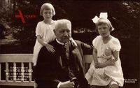 Reichspräsident Paul von Hindenburg, Enkelinnen, Getrud, Helga
