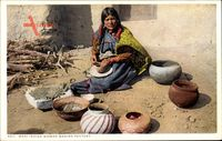 Moki Indian Woman making Pottery, Indianerin beim Töpfern