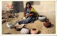 Moki Indian Woman making Pottery, Indianerin beim Töpfern