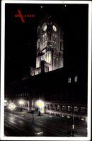 Berlin Mitte, Straßenpartie mit Blick auf das Rathaus bei Nacht