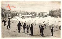 Hundseck Ottersweier Landkreis Rastatt, Blick auf das Kurhaus, Skifahrer