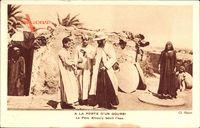 Ägypten, A la Porte dun Gourbi, le Pere Khoury benit leau