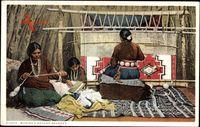 Making a Navaho Blanket, Indianerin webt einen Teppich, Webstuhl