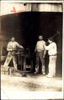 Frankreich, Schmiede bei der Arbeit, Metallverarbeitung, Hammer