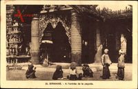 Birmanie Myanmar Burma, A lentree de la pagode, Eingang, Einheimische