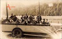 Lourdes, les Pyrenees, Passagiere in einem Reisebus, Pilgerfahrt