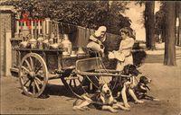 Laitiere flamande, Michlfrau in tracht mit Hundekarren, Michkannen